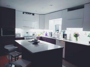 mini fours dans une cuisine