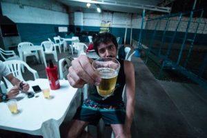 boire dans un gobelet
