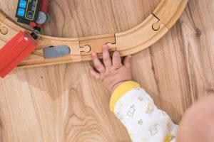 assembler train bois